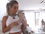 Leticia Santiago faz selfie para mostrar look todo branco