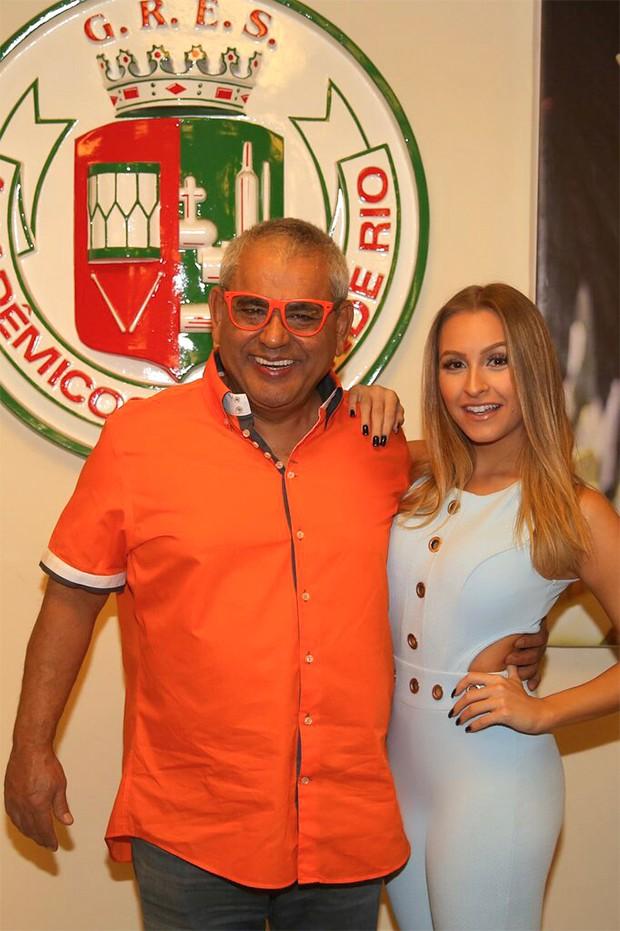 Carla Diaz e o Presidente da Grande Rio, Jayder Soares (Foto: Divulgação)