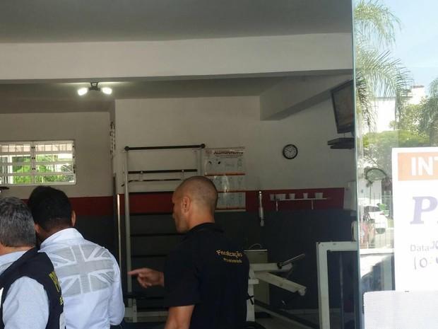 Academia foi interditada no bairro Estreito em Florianópolis (Foto: Prefeitura de Florianópolis/Divulgação)