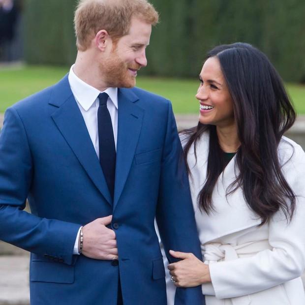 Príncipe Harry e Megan Markle na foto do noivado (Foto: Reprodução/ Instagram)