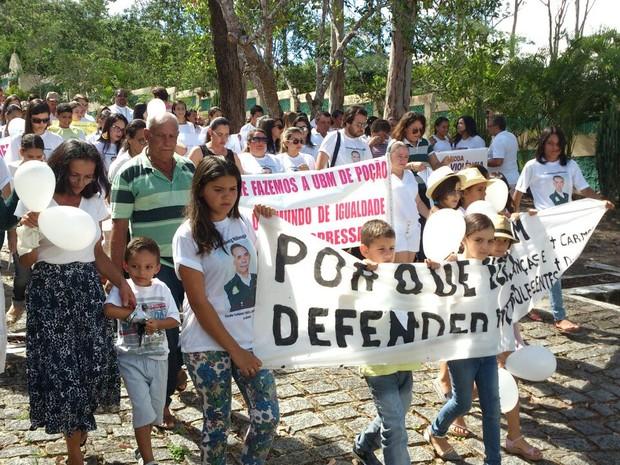 População participou de caminhada pela paz (Foto: Jailson Lima)