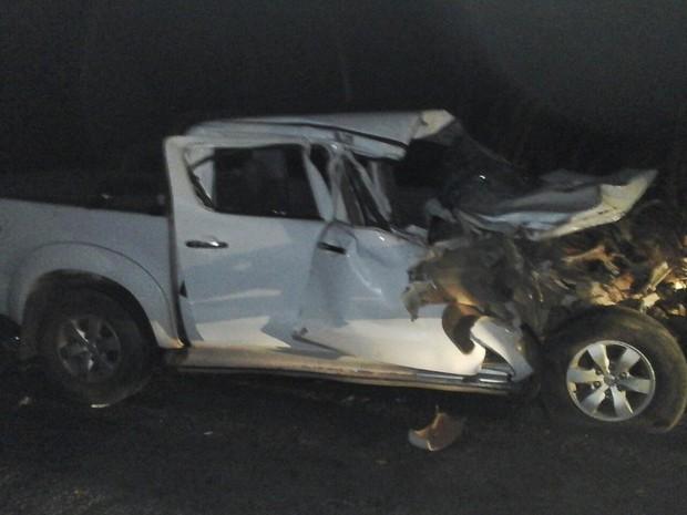 Motorista da camionete se feriu com estilhaços de vidro  (Foto: Divulgação/PM-TO)