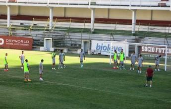 De olho no líder, Flu treina jogadas de bola parada antes de viagem a Brasília