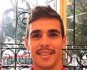 Respeita o moço, bigode grosso! Meia brasileiro Oscar inova no visual na China
