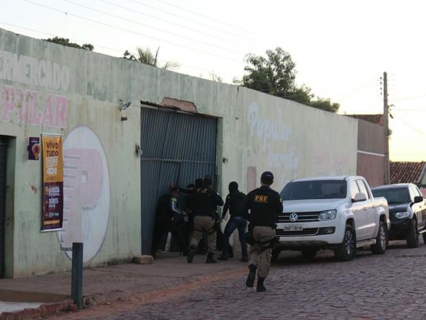 Polícias desencadeiam operação que prende gestores e empresários por corrupção no Piauí (Foto: Ellyo Teixeira/G1)