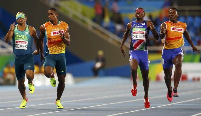 Felipe Gomes é prata nos 200m da Paralimpíada (Foto: Reuters)