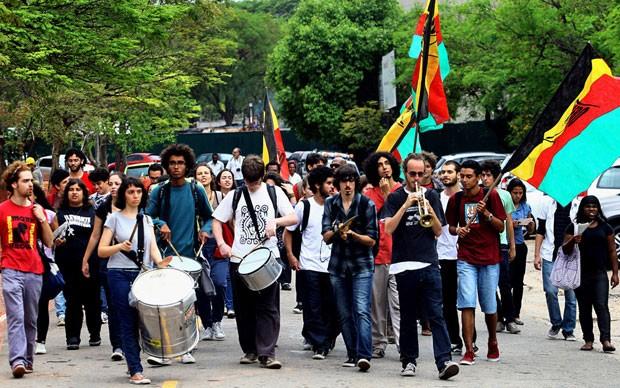 Estudantes da USP fazem manifestação a favor de cotas sociais e raciais na universidade (Foto: Ernesto Rodrigues/AE)