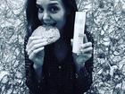 Katie Holmes estaria usando aliança de noivado com Jamie Foxx, diz site