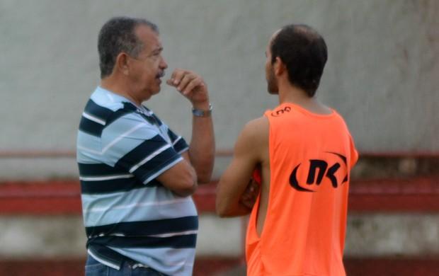Reinaldo Moura e Fabinho Cambalhota (Foto: Felipe Martins / GLOBOESPORTE.COM)