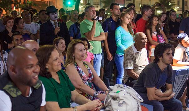 Centenas de pessoas foram ao Quiosque Globo para assistir ao show de estreia do projeto Jovens Tardes (Foto: Divulgação/ TV Globo)