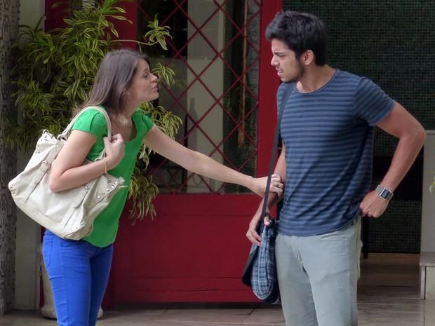 """Ana põe Bruno contra a parede: """"Vai amarelar?"""" (Foto: Malhação  / TV Globo)"""