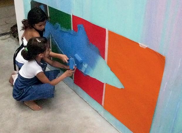 No instituto, durante uma oficina de arte, em 2015 (Foto: Mariana Maltoni)