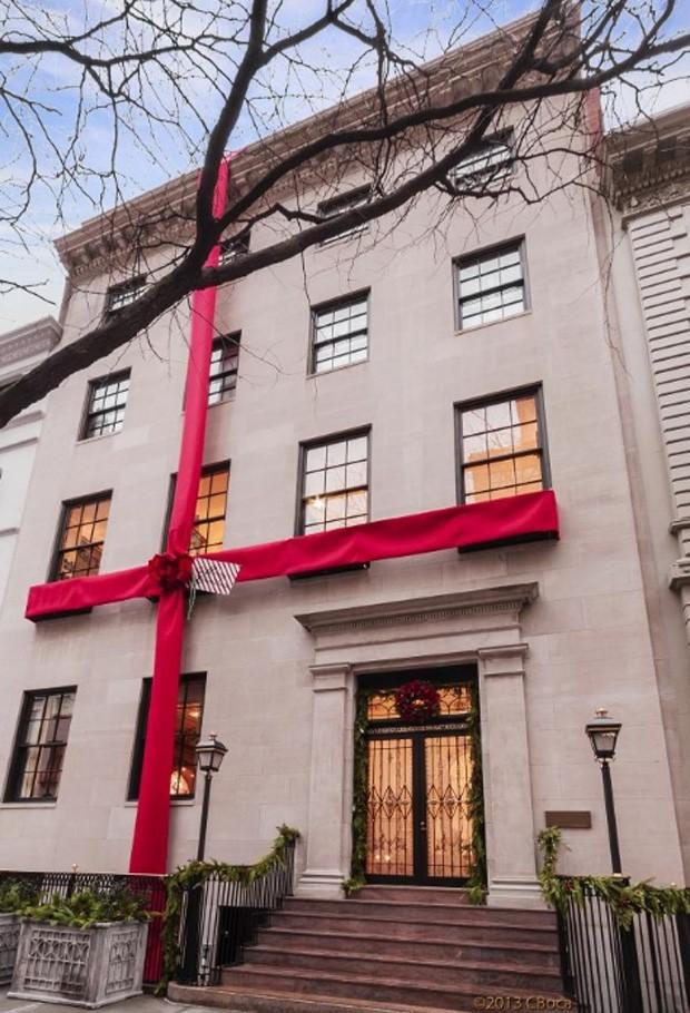 Para atrair compradores, investidor chegou a 'embrulhar' mansão de R$ 267 milhões para presente (Foto: Divulgação, Constantin Boca/Living There)