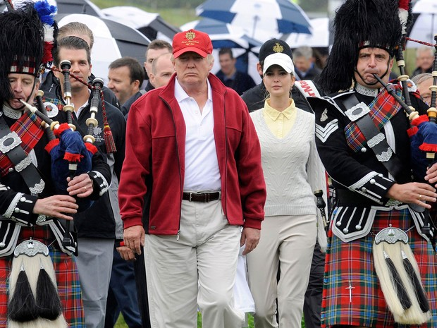 Foto de 10 de julho de 2012 mostra Donald Trump durante a inauguração de seu complexo de campos de golfe Trump International Golf Links, em Aberdeenshire, na Escócia (Foto: AFP Photo/Andy Buchanan)