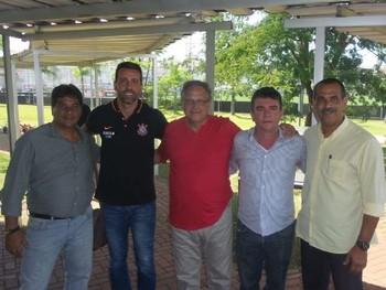 Dirigentes de América e Corinthians se reuniram no CT Joaquim Grava (Foto: Divulgação /  América)