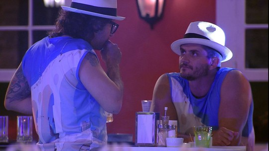 Ilmar e Marcos conversam e brother desabafa: 'Na minha testa não está escrito otário'