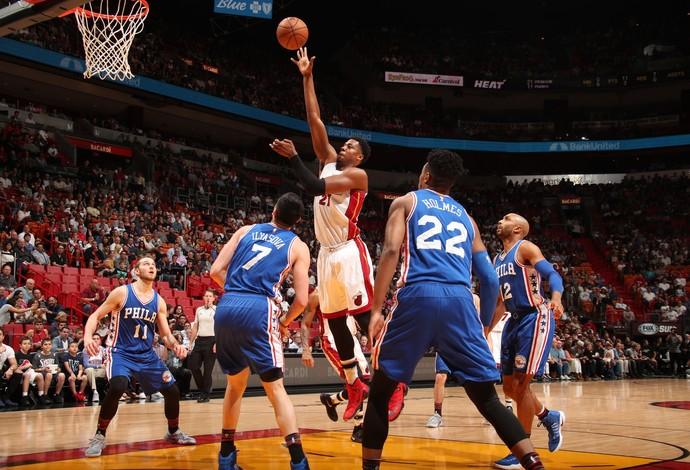 Hassan Whiteside se destacou na vitória do Miami Heat sobre o Philadelphia 76ers (Foto: Getty Images)