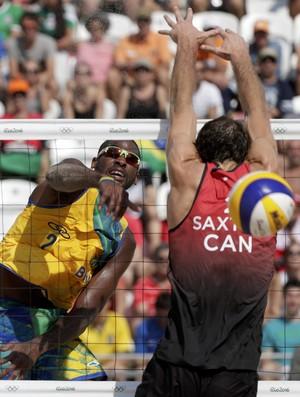 Evandro Gonçalves; brasil; vôlei de praia; olimpíadas (Foto: Ricardo Moraes/Reuters)
