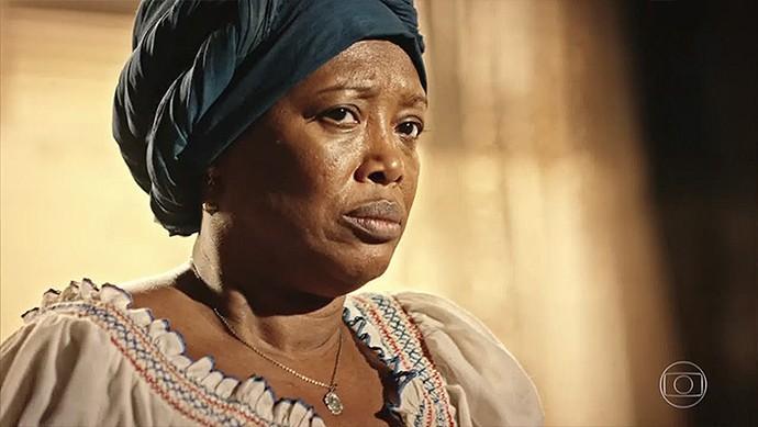 Doninha se assusta com a revelação de Iolanda  (Foto: TV Globo)