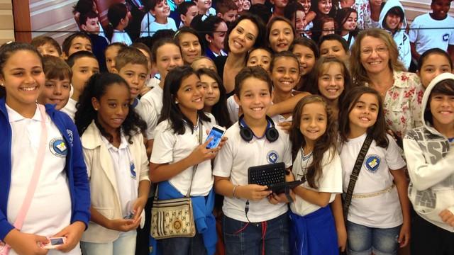 Alunos são da Escola Básica Municipal Batista Pereira, do Ribeirão da Ilha (Foto: Rafaela Costa/RBS TV)