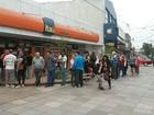 Após 21 dias de greve, filas se formam em frente a bancos no RS