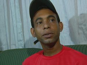Gilmar da Silva, tio do menino, acredita que cão sentia ciúmes (Foto: Reprodução / TV Globo)