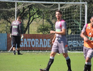 Zagueiro Gutti Figueirense (Foto: Marcelo Silva)