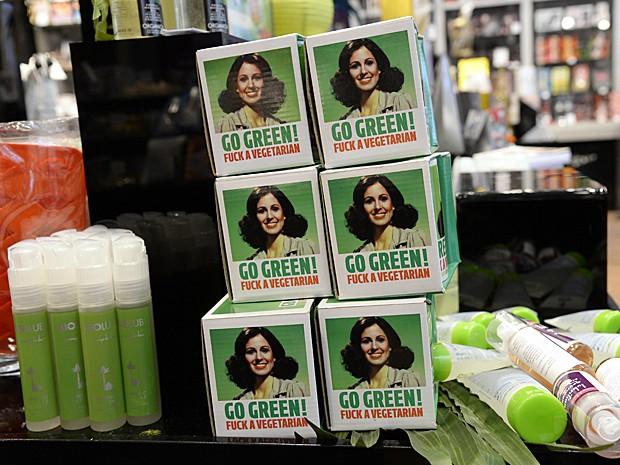 Produtos eróticos 'verdes' variam de géis, óleos e lubrificantes a acessórios  (Foto: Bertrand Guay/AFP)