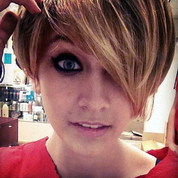 Paris Jackson aparece com penteado igual ao de Miley Cyrus