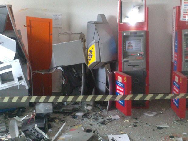Grupo explode três caixas eletrônicos e troca tiros com a polícia em Peruíbe (Foto: Orion Pires/ Arquivo Pessoal)