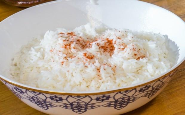 Como fazer arroz jasmin (Foto: Robert Schwenck)