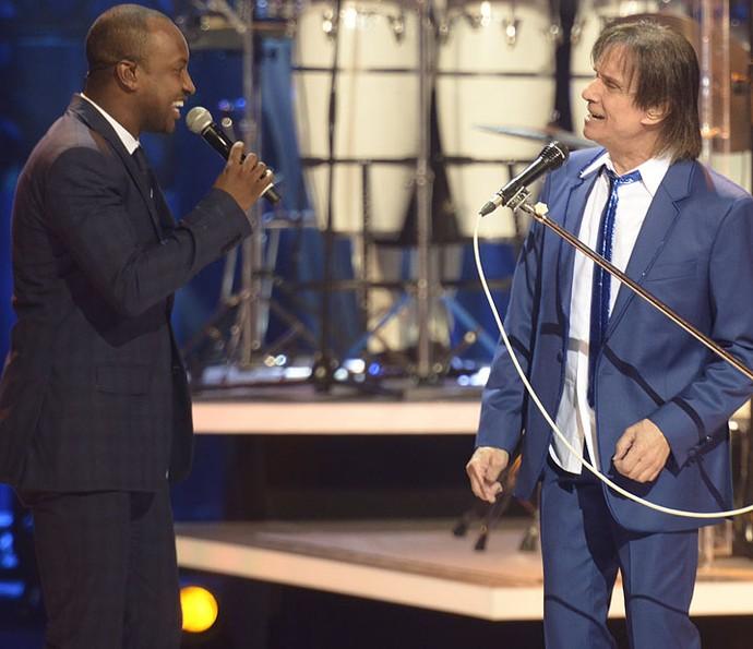 Thiaguinho faz dueto com Roberto Carlos (Foto: Ellen Soares/Gshow)