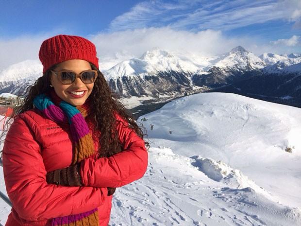 Juliana Alves posa na Suíça (Foto: Arquivo Pessoal)