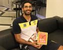 'Intelectual' do time, Thiago Alves foge à regra e troca redes sociais por livros