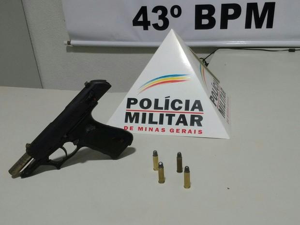 Armas apreendida pela polícia (Foto: Polícia Militar/Divulgação)