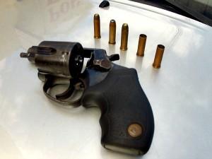 Jovem usou arma de suspeito para matá-lo (Foto: TV Verdes Mares/Reprodução)