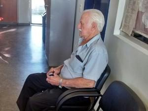 Aposentado de 75 anos foi flagrado transportando barras de ouro. (Foto: Carolina Holland/ G1)