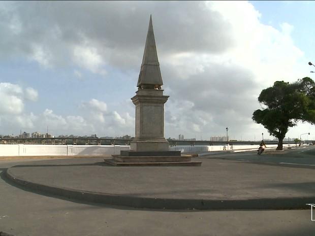 Na Avenida Beira-Mar, onde está localizado o Forte São Luís também tinham dois canhões (Foto: Reprodução/TV Mirante)