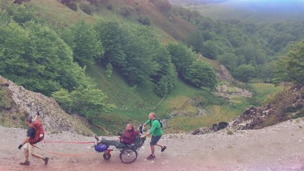 Justin e Patrick percorrem trecho do Caminho de Santiago (Foto: Reprodução/ Facebook)
