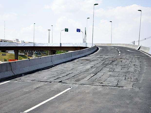 Viaduto da Sefaz em Cuiabá (Foto: Renê Dióz/G1)
