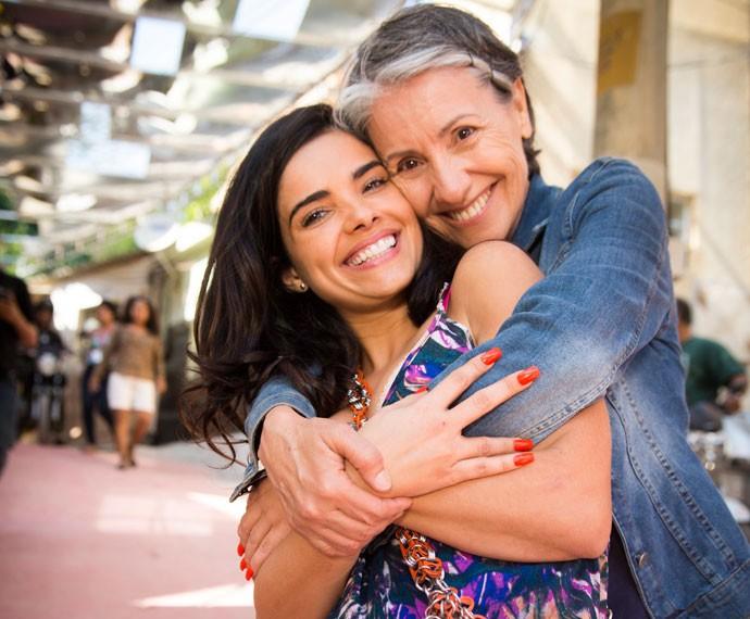 Muito amor envolvido! Cassia e Vanessa vivem mãe e filha na trama de João Emanuel Carneiro (Foto: Globo/João Miguel Júnior)