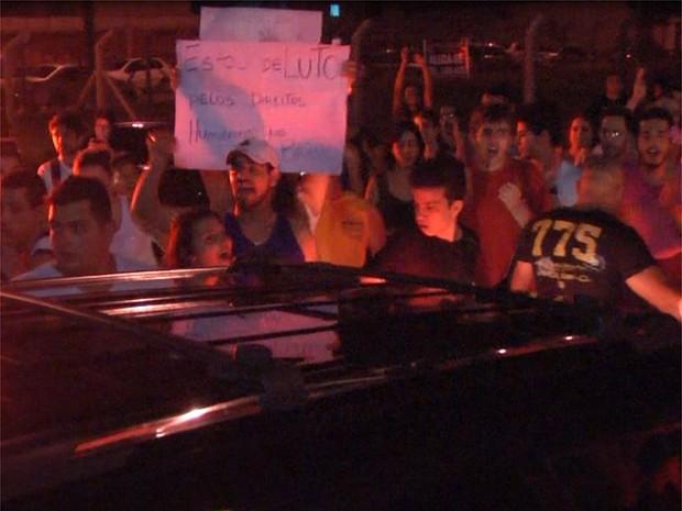 Desde que foi eleito presidente da Comissão, deputado enfrenta protestos em todo o país (Foto: Stella Reis/EPTV)