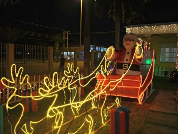 'Papai Noel' é o preferido das crianças  (Foto: Helen Batista/G1)