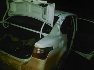 Um dos carros utilizados na fuga (Foto: Divulgação / Polícia Militar)