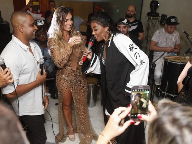 Nicole Bahls e Ludmilla em festa na Zona Oeste do Rio (Foto: Anderson Barros/ EGO)