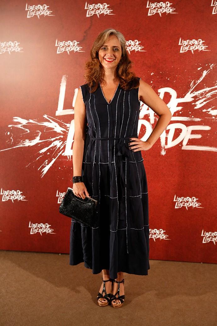 Leticia Isnard investiu no clássico vestido midi, com decote comportado, para o evento. (Foto: Fabiano Battaglin/Gshow)