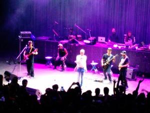 BaianaSystem dividiu o palco com Ney Matogrosso na Concha Acústica (Foto: Maiana Belo/G1)