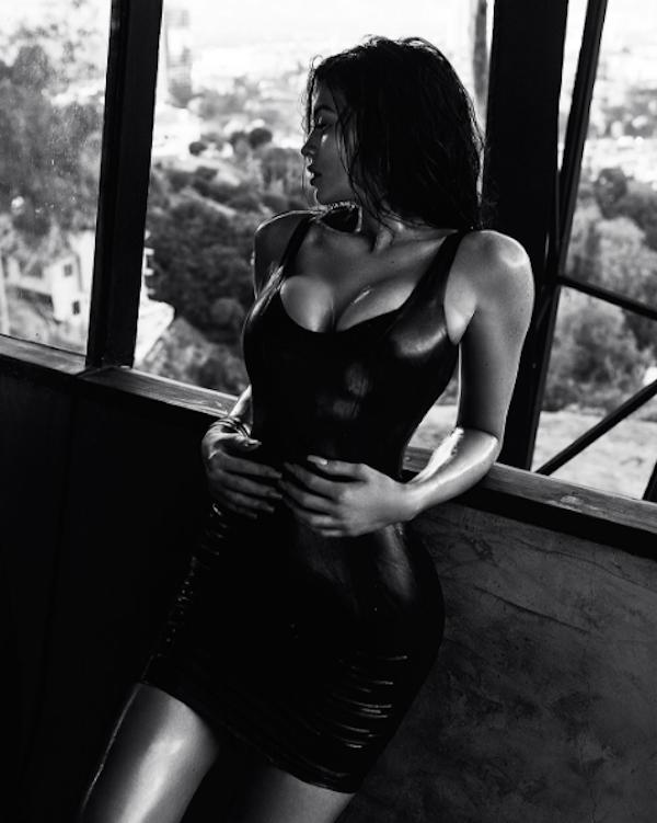 A foto em preto e branco protagonizada por Kylie Jenner (Foto: Instagram)