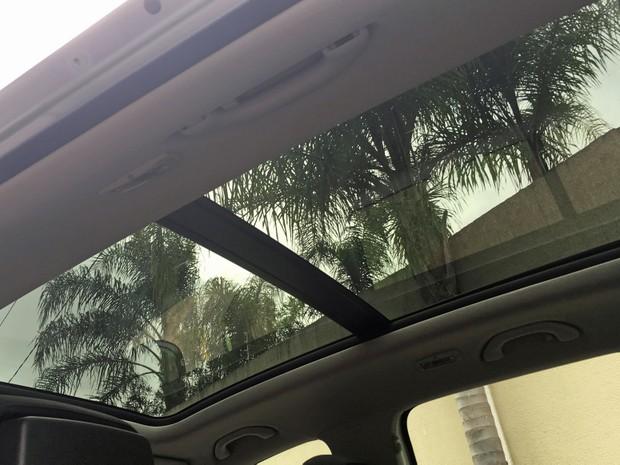 Teto solar do Volkswagen Tiguan (Foto: André Paixão/G1)