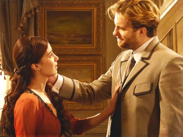 Laura percebe que Edgar sempre falou a verdade sobre as cartas (Foto: Lado a Lado / TV Globo)